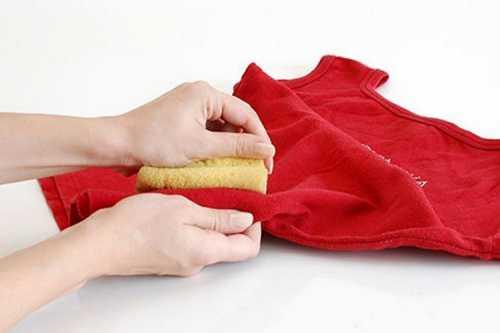Как вывести пятна на одежде