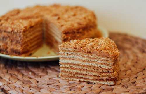 Пошаговый  рецепт медового торта, секреты выбора