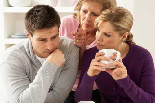 Свекровь и жена: мужчина между двух огней отношения в семье