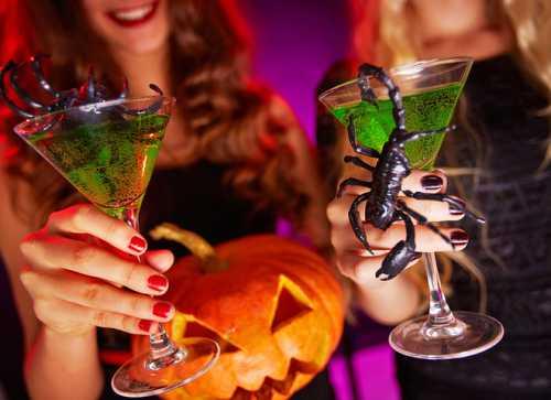 Коктейли на Хэллоуин: оформляем напитки эффектно фото